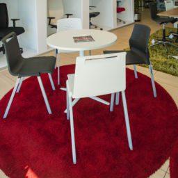 silla exposición showroom