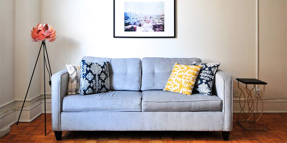 sofás tradicionales en sala de espera