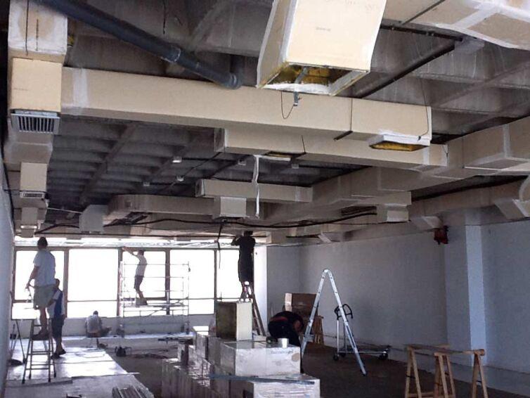 Acondicionamiento integral de las oficinas de Sicosoft (Parte I): Desmontaje e instalación del falso techo