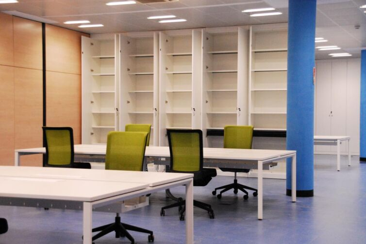 Instalación de mobiliario en las oficinas en Madrid de Cefla Ibérica