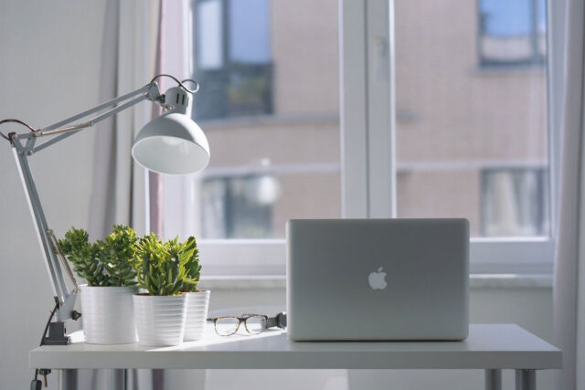 mejorar la luz natural en los espacios de trabajo